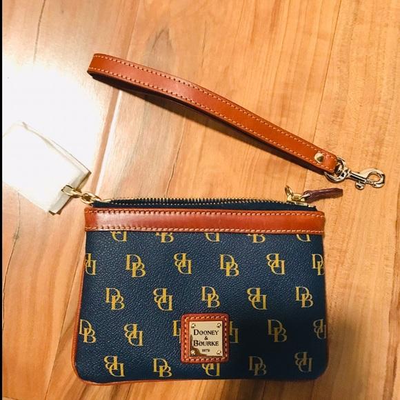 Dooney & Bourke Handbags - Dooney & Bourne Wristlet ✨